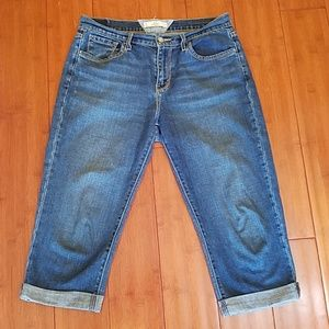 LIKE NEW LEVI'S CUFFED LEG CAPRI DENIM JEANS
